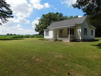 .55 Acres of Land With Residence : Lucama : Wilson County : North Carolina