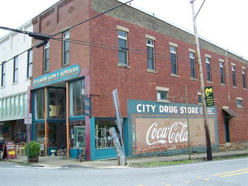 Historic 3 Story Brick Building : Leslie : Searcy County : Arkansas