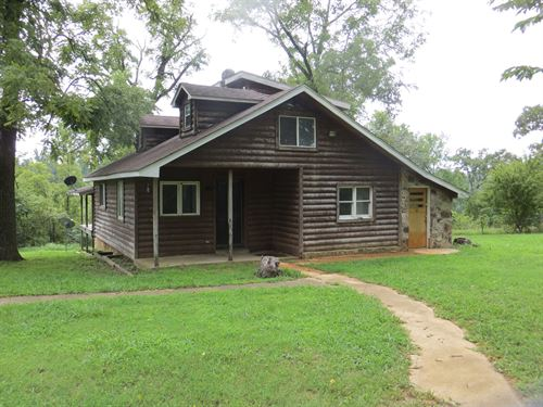 Two Cabins in Northern Arkansas : Mammoth Spring : Fulton County : Arkansas