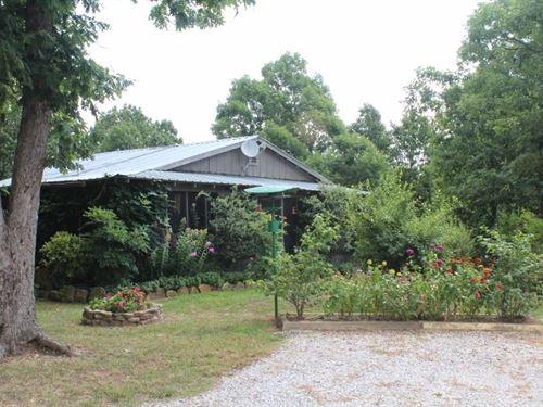 Cabin Ozark Foothills Mountain : Mountain View : Stone County : Arkansas