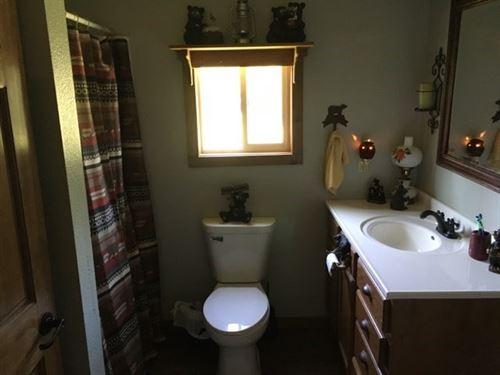 Ranch Style Home 8 Acres Close to : Pocahontas : Randolph County : Arkansas