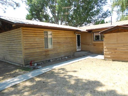 Log Sided Country Farmhouse : Montrose : Colorado