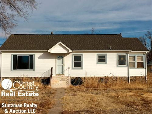 Country Home 10 Acres Southwest : Ulysses : Grant County : Kansas