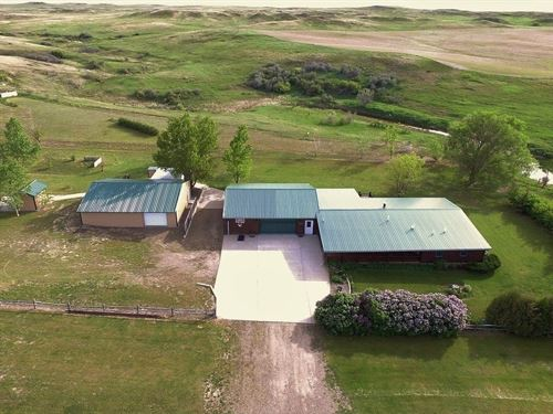 Log Cabin Home 5 Acres Glendive : Glendive : Dawson County : Montana