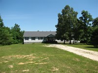 Large Country Home 5 Acres : Adamsville : McNairy County : Tennessee