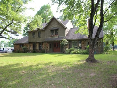 Two Story Brick Close To Town : De Kalb : Bowie County : Texas