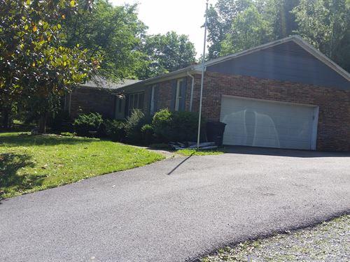 Brick Rancher 3.5 Acres, Basement : Hinton : Summers County : West Virginia
