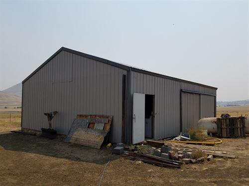 Siskiyou County Farmland Barn : Montague : Siskiyou County : California