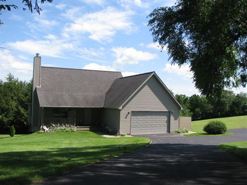 Single Family Home in Galena : Galena : Jo Daviess County : Illinois