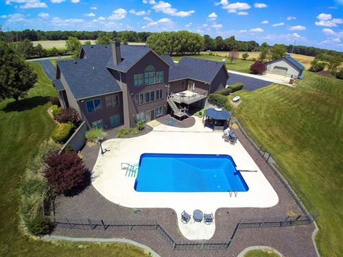 Carlinville Country Home 11 Acres : Carlinville : Macoupin County : Illinois