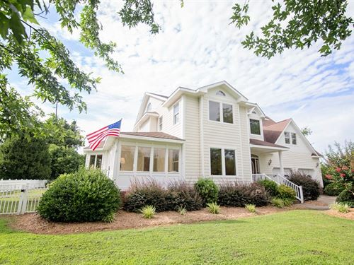 3 Story, 4000+ sq ft Home, Canal : Currituck : North Carolina