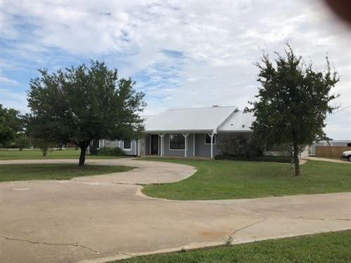 5 Acres With Home Shop And Pond : Paris : Lamar County : Texas