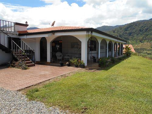 8 Ac, 3 Houses, Creek, Workshop : Orosi : Costa Rica