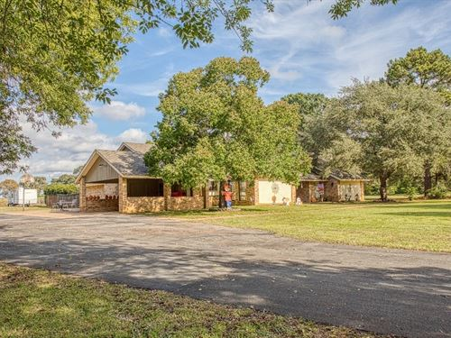 Spacious Home 2 Plus Acres Elkhart : Elkhart : Anderson County : Texas