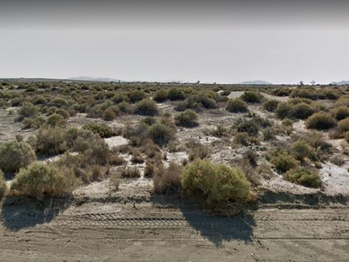 Dirt Road Access, Livable Lot : Adelanto : Los Angeles County : California