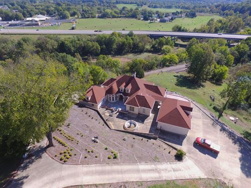 Luxury Home in Thayer Missouri : Thayer : Oregon County : Missouri