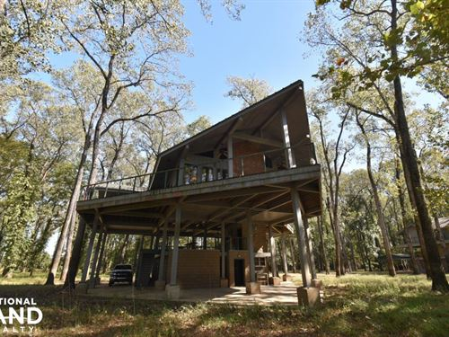 Lake Mary Waterfront Lodge : Woodville : Wilkinson County : Mississippi