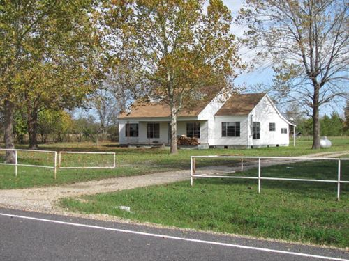 Quaint Farmhouse In Clarksville Tx : Clarksville : Red River County : Texas
