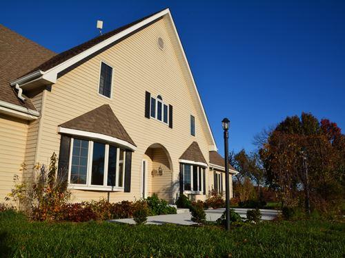 Striking Solar Home : Tonganoxie : Leavenworth County : Kansas