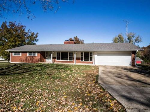 Large Residential Home on 1.83 Acr : Poplar Bluff : Butler County : Missouri