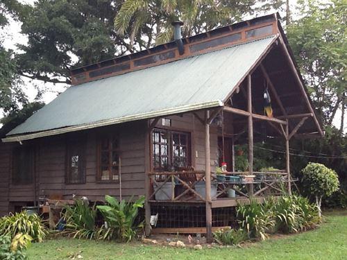 Mountain Cabin Overlooking Turrialb : Santa Cruz De Turrialba : Costa Rica