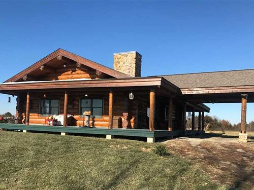 3 BR / 2.5 BA Beautiful Log Home Fo : Birmingham : Van Buren County : Iowa