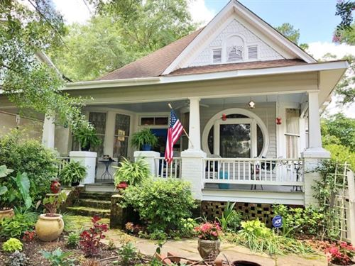 4 Bed / 2.5 Bath Restored Victorian : McComb : Pike County : Mississippi