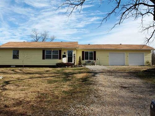 Residential Home on 14 Acres For : Doniphan : Ripley County : Missouri