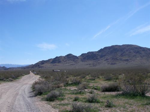 Nice Land Near St Joseph Monastery : Lucerne Valley : San Bernardino County : California