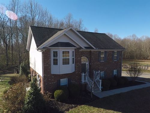 Beautiful Home Sitting On 5.19 Acre : Joelton : Cheatham County : Tennessee