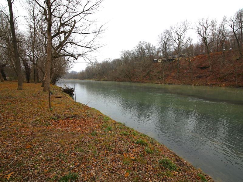 Spring River Home in The Ozarks : Mammoth Spring : Fulton County : Arkansas
