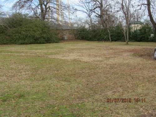 Nice Vacent Lot Schools Shoppint : Pittsburg : Camp County : Texas