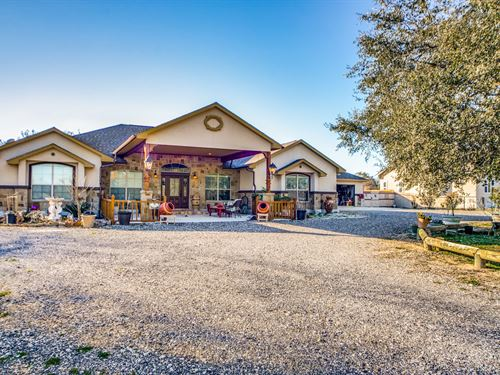 New Price Luxury Country Home-South : Poteet : Atascosa County : Texas