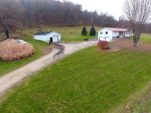 Country Home Near Keyesville : Hillpoint : Sauk County : Wisconsin