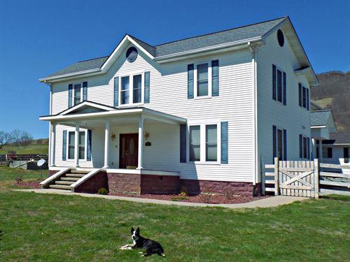 Beautiful Spacious Farm House : Tazewell : Virginia
