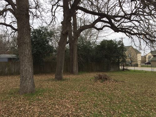 Double Lot In Cameron : Cameron : Milam County : Texas