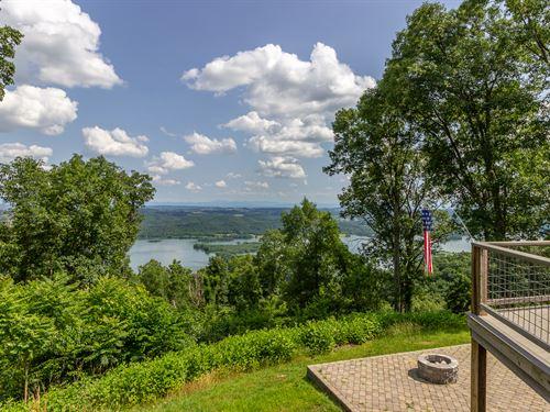 Cherokee Lake Custom Log Home : Mooresburg : Hawkins County : Tennessee