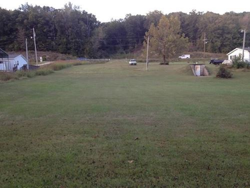 Vacant Lot Close to Town Septic : Linden : Perry County : Tennessee