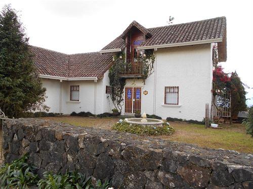 Rural Spanish Home & Stone Cottage : Cipreses De Cartago : Costa Rica