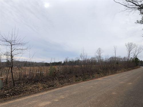 Plenty Of Road Frontage : Green Bay : Prince Edward County : Virginia
