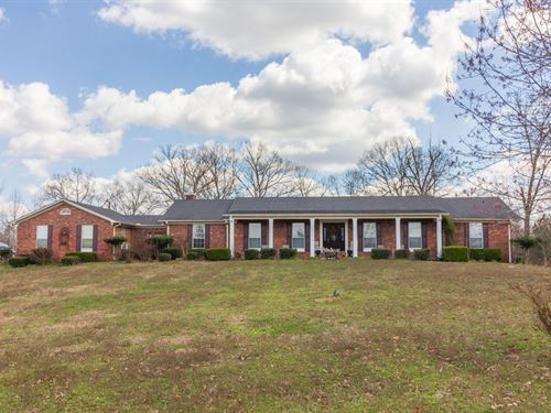 Classic Brick Home Over 8 Acres : Selmer : McNairy County : Tennessee