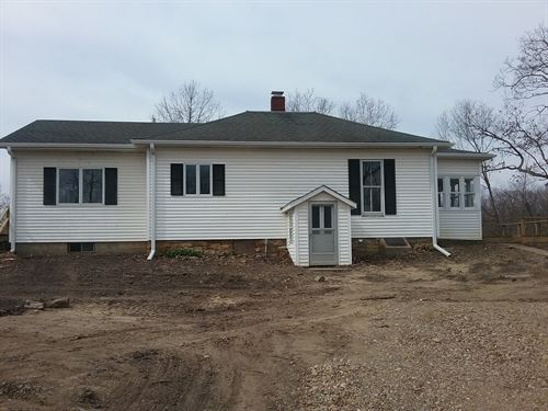Home Acreage & Outbuildings : Farmington : Van Buren County : Iowa