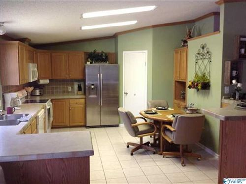 Private Farm, Home And 5.43 Acres : Hokes Bluff : Etowah County : Alabama