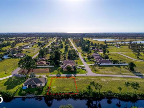 Stunning Freshwater Lot in Cape Cor : Cape Coral : Lee County : Florida