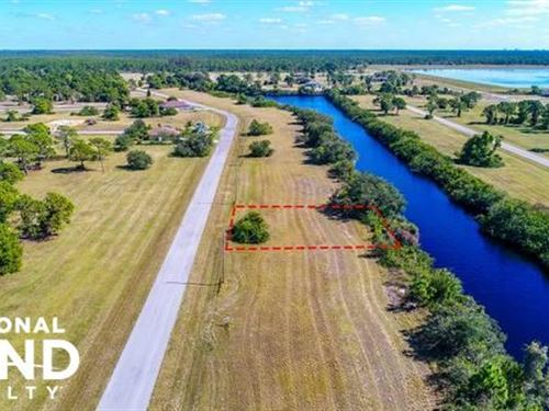Awesome Location in Cape Coral : Cape Coral : Lee County : Florida