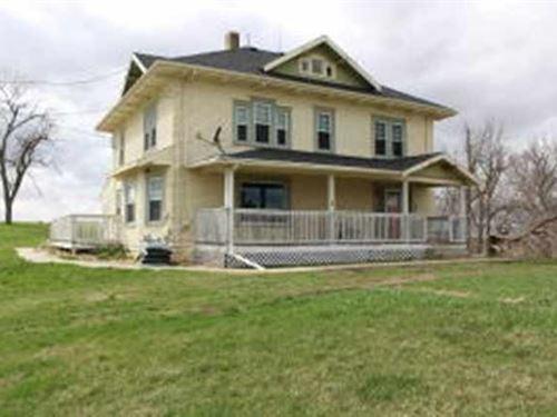 Country Home Acreage For Sale in IA : Oakland : Pottawattamie County : Iowa