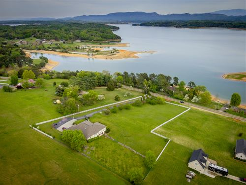 Luxurious Douglas Lake View Estate : Dandridge : Jefferson County : Tennessee