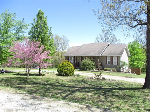 Beautiful Country Home Close to : West Plains : Howell County : Missouri