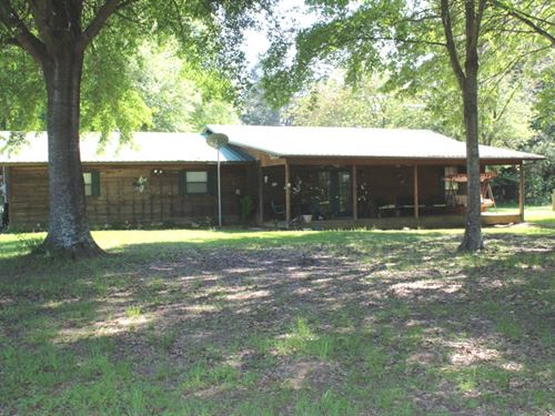 Country Cedar Home On 9+ Acres : New Boston : Bowie County : Texas