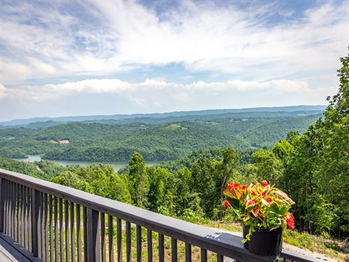 Gorgeous Norris Lake View Home : New Tazewell : Claiborne County : Tennessee